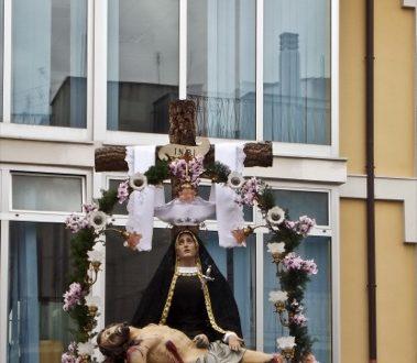 La processione della Pietà. Si concludono i riti della Settimana Santa.