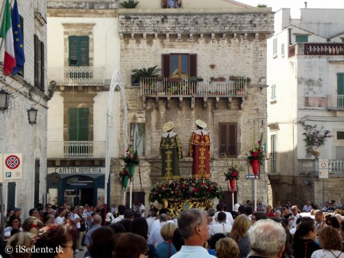 Le foto della Processione dei Santi Medici Cosma e Damiano