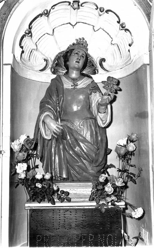 La statua di santa Lucia: foto scattata prima dell'ultimo restauro nella chiesa dei Cappuccini