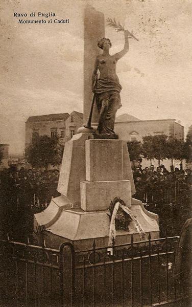 Ruvo di Puglia (Ba), il monumento ai caduti della Prima Guerra Mondiale.