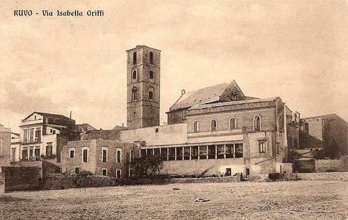Ruvo di Puglia (Ba), Via Isabella Griffi con l'antico palazzo vescovile.