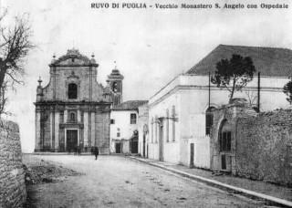 Foto d'epoca. Si nota sulla destra la Cappella della Madonna di Costantinopoli.