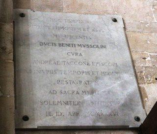 Lapide a ricordo della conclusione dei restauri della Cattedrale di Ruvo